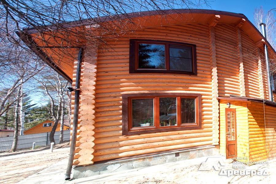 Конопатка дома из оцилиндрованного бревна неповторимое фото
