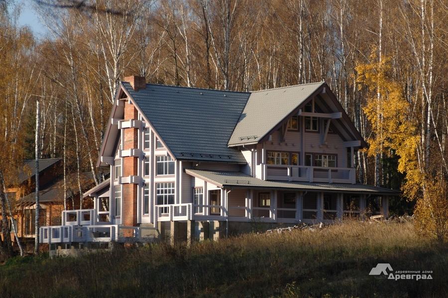 Загородные дома из оцилиндрованного бревна эксклюзивное фотографии