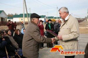 Сдача домов Губернатор Владимирской области Н.В. Виноградов вручает ключи